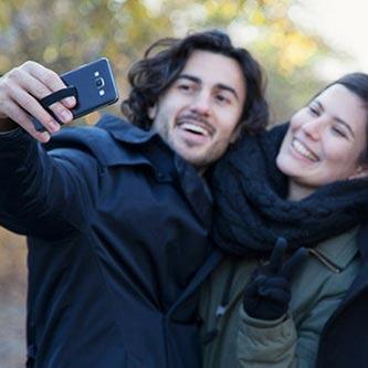 """Happy-Strappy Alltagsmomente """"Selfie"""" unterwegs   Fingerhalterung jetzt online kaufen bei cw-mobile.de"""
