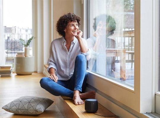 Sagen Sie einfach, was Sie möchten und der Smart Speaker erledigt es sofort